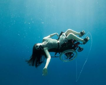 Wheelchair-bound Diver Creates Amazing Underwater Art